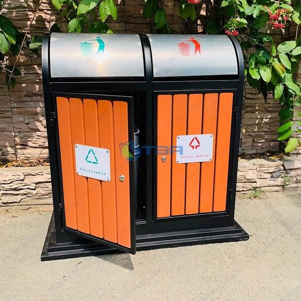 Thùng rác gỗ 2 ngăn đặt chân tòa nhà - công viên