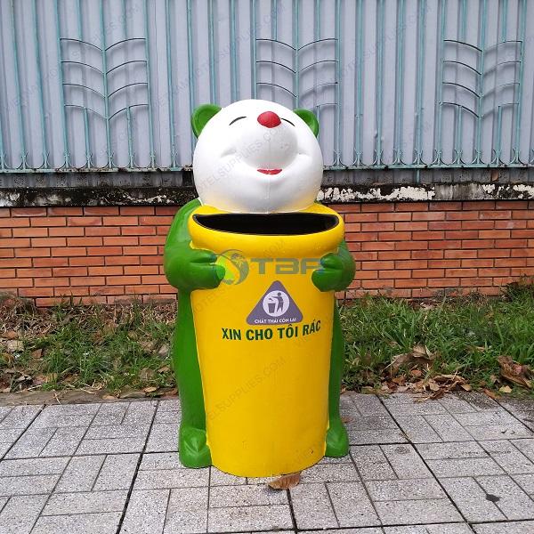 Thùng rác nhựa hình gấu trúc trường học