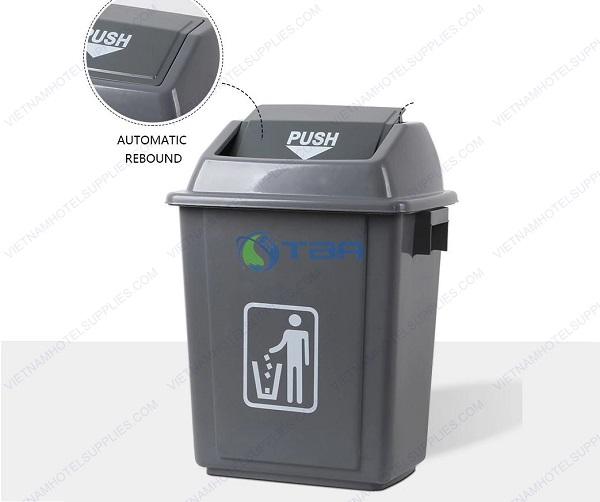 Thùng rác nhựa nắp lật đặt cửa ra vào
