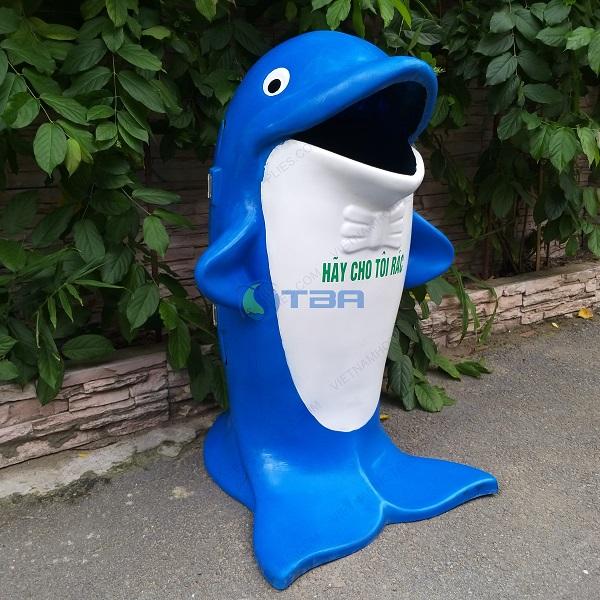 Thùng rác thú công cộng hình cá heo