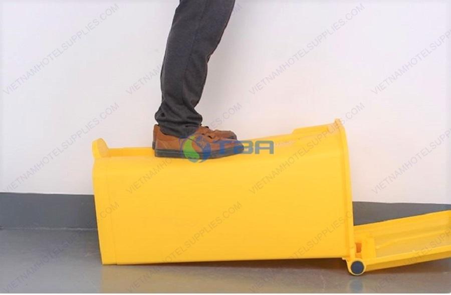 Thùng rác yế màu vàng đạp chân chất lượng cao