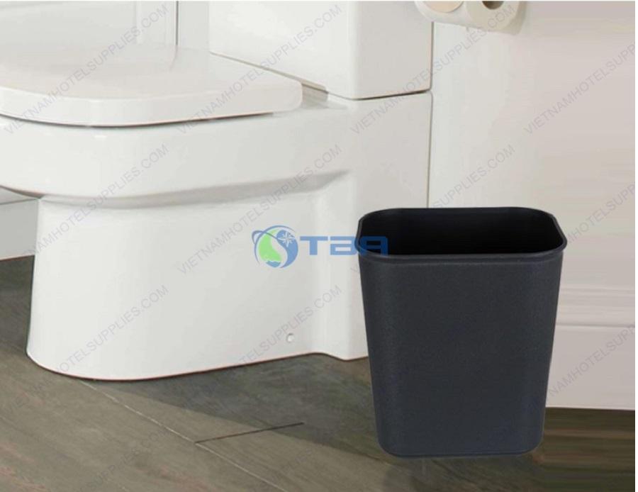 Thùng rác nhựa chữ nhật đặt toilet