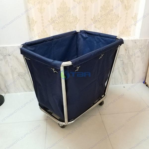 xe thu gom đồ vải dọn vệ sinh bệnh viện