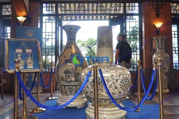 Dây nhung cột chắn inox phân làn trong sự kiện trưng bày triển lãm